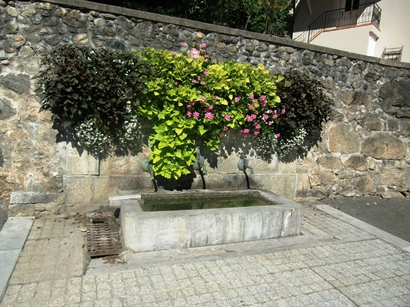 Fontaine place Peguhle 1